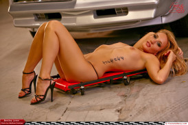 coyote ugly naked in bed